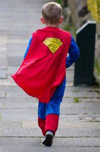 Vestirci da Superman può portare allo scoperto il Piccolo Eroe che è in ognuno di noi