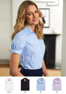 Camicia elegante per la divisa da lavoro, abbigliamento da receptionist, hostess, hotellerie. Vendita all'ingrosso. Richiedi un preventivo gratuito.
