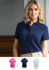 Camicia per divisa elegante ideale per receptionist, hostess, hotellerie. Tessuto 100% poliestere. Ottieni un preventivo.