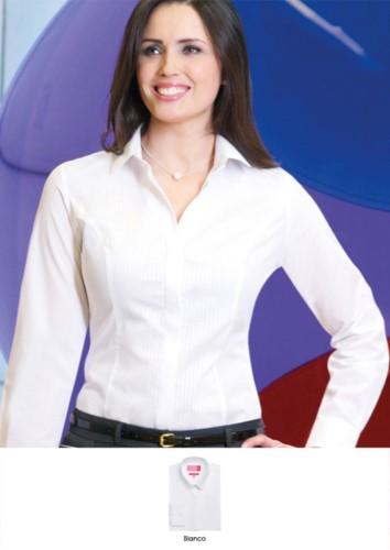 Camicia in poliestere, cotone ed elastane, in tessuto easy iron. Ideale per receptionist, hostess, hotellerie. Richiedi un preventivo gratuito.
