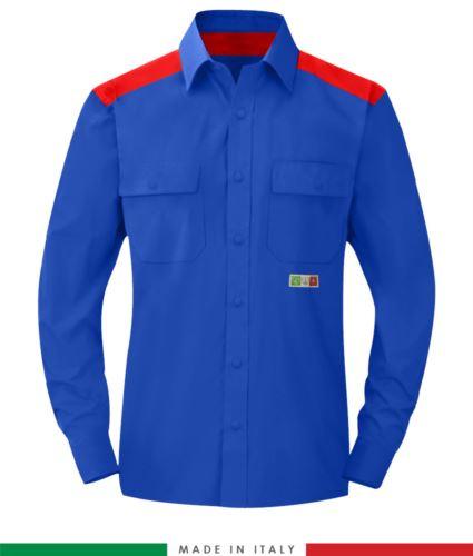 Camicia trivalente bicolore, chiusura con bottoni a pressione, due tasche sul petto, inserti colorati su spalle e interno collo, certificata EN 1149-5, EN 13034, UNI EN ISO 14116:2008, colore azzurro royal e rosso