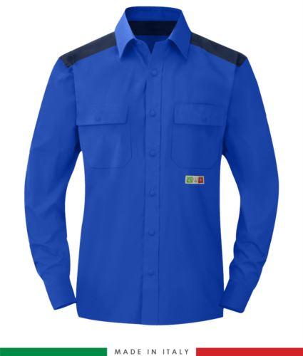 Camicia trivalente bicolore, chiusura con bottoni a pressione, due tasche sul petto, inserti colorati su spalle e interno collo, certificata EN 1149-5, EN 13034, UNI EN ISO 14116:2008, colore azzurro royal e blu navy