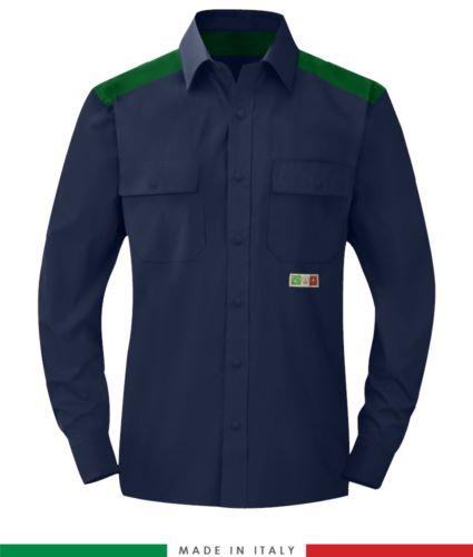 Camicia trivalente bicolore, chiusura con bottoni a pressione, due tasche sul petto, inserti colorati su spalle e interno collo, certificata EN 1149-5, EN 13034, UNI EN ISO 14116:2008, colore blu navy/verde