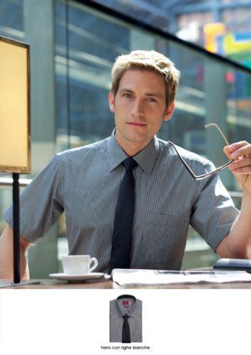 Camicia elegante da uomo in tessuto facile da stirare, cotone e poliestere. Disponibile nei colori Bianco, Nero, Celeste, Lilla, Navy, Grigio.