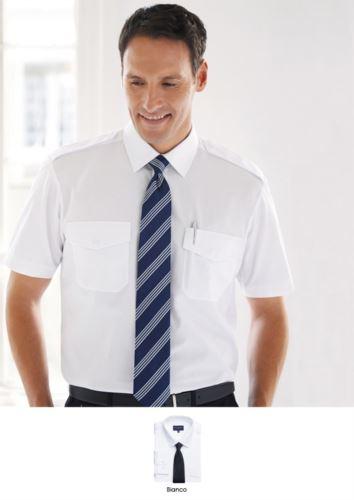 Camicia da uomo a manica corta con taglio classic fit. Tessuto in poliestere e cotone, con caratteristica easy iron.
