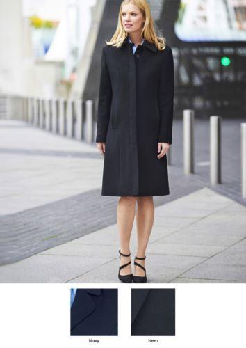 Cappotto elegante con sette bottoni e due tasche, 60% Lana, 20 % Cachemire, 20% Poliammide.