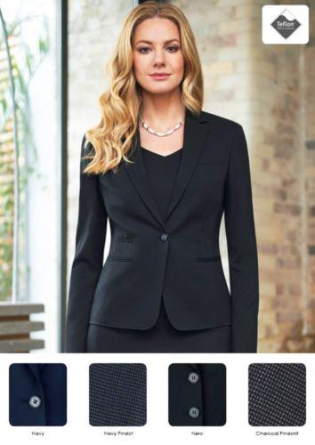 Giacca elegante da divisa da lavoro modello slim fit, chiusura a un bottone. Tessuto con trattamento antimacchia.