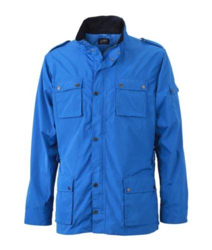 Giubbino uomo estivo con tessuto idrorepellente, con chiusura a zip e bottoni. Colore Azzurro