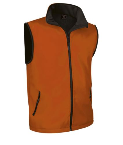 gilet in soft shell a zip lunga in poliamide ed elastane e fodera in micropile. Colore arancione.