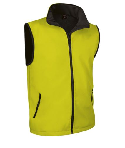 gilet in soft shell a zip lunga in poliamide ed elastane e fodera in micropile. Colore giallo.