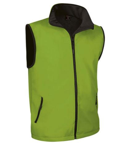 gilet in soft shell a zip lunga in poliamide ed elastane e fodera in micropile. Colore verde