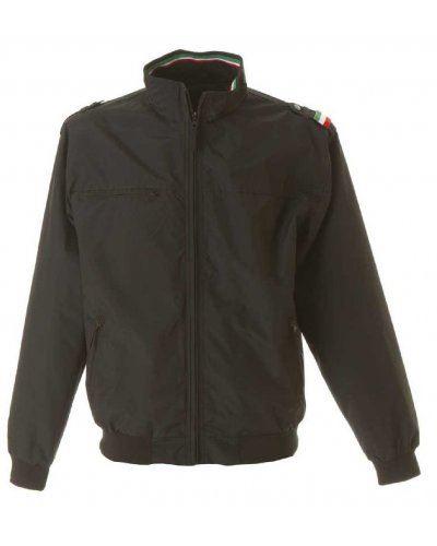 Giubbino nylon taslon con profilo tricolore, una tasca sul petto con zip, due tasche esterne con zip, una tasca interna, polsini e fascia in maglia elasticizzata, colore nero