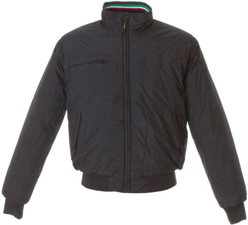 Giubbino nylon taslon impermeabile con profilo tricolore, una tasca sul petto con zip coperta, due tasche esterne con zip coperte, una tasca interna, polsini e fascia in maglia elasticizzata, colore nero
