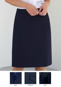 Gonna al ginocchio in poliestere e viscosa, disponibile nei colori navy e black. Ideale per  receptionist, hostess, hotellerie.