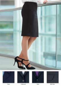 Gonna da divisa elegante in poliestere e lana, disponibile nei colori nero e blu. Tessuto antipiega.