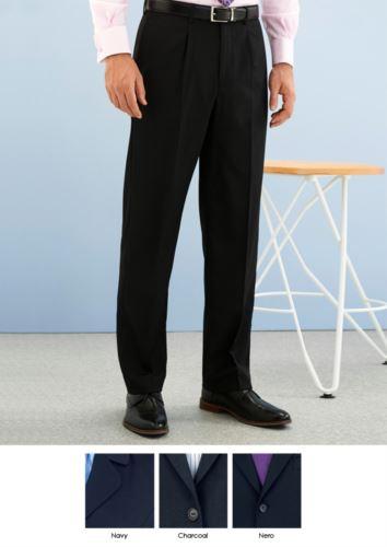 Pantalone elegante uomo modello dal taglio classico, due tasche a filetto, in tessuto poliestere e lana, tessutp antipiega. Contattaci per un preventivo gratuito.