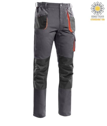 Pantaloni multitasche con profili in contrasto di colore arancione, portaginocchiere, cuciture rinforzate. Colore grigio