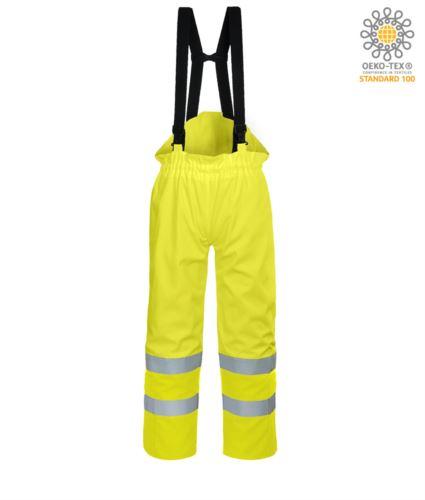 Pantalone antistatico, ignifugo ad alta visibilità, strap regolabili con fibbia regolabile, doppia banda su fondo gamba, certificata EN 343: 2008, UNI EN 20741: 2013, EN 1149-5, EN 13034, UNI EN ISO 14116: 2008, colore giallo, pantalone ignifugo