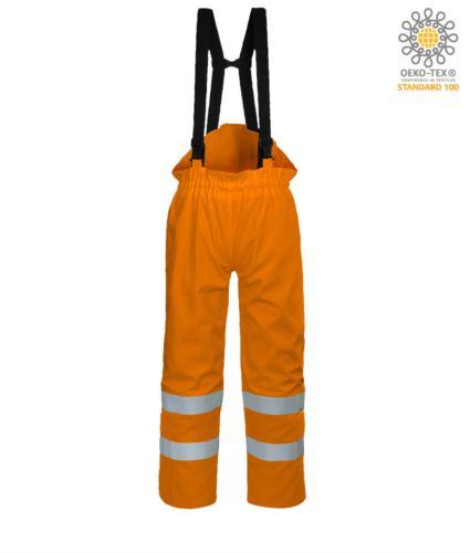 Pantalone antistatico, ignifugo ad alta visibilità, strap regolabili con fibbia regolabile, doppia banda su fondo gamba, certificata EN 343:2008, UNI EN 20741:2013, EN 1149-5, EN 13034, UNI EN ISO 14116:2008, colore arancione