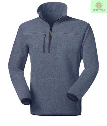 Pile zip corta knitted fleece, con una tasca sul petto chiusa con zip, cerniera in contrasto. Colore: Celestino