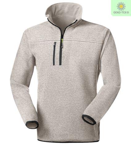 Pile zip corta knitted fleece, con una tasca sul petto chiusa con zip, cerniera in contrasto. Colore: Grigio Chiaro