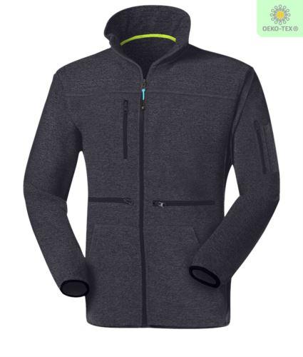 Pile zip lunga con tessuto knitted fleece, con una tasca sul petto chiusa con zip, cerniera in contrasto. Colore: Blu