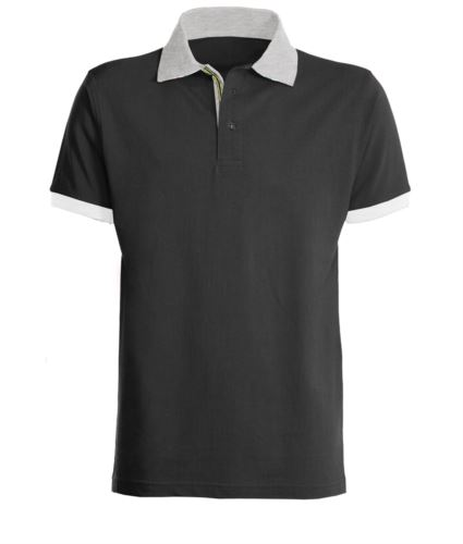 Polo a maniche corte da lavoro, bicolore, con colletto, fondo manica e abbottonatura in contrasto, tessuto colorato nel fessino. Colore nero