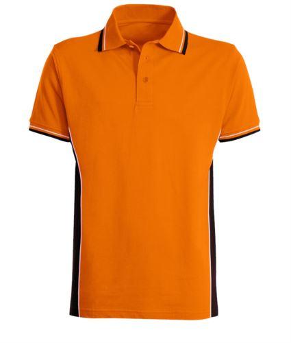 Polo manica corta bicolore con doppio piping bicolore su colletto, fondo manica e fascia laterale. Colore arancio/nero