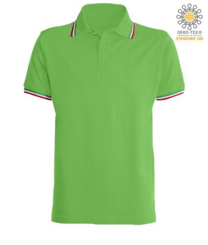 Polo manica corta con profilo tricolore sul colletto e fondo manica, in cotone. Colore verde chiaro