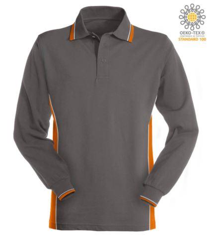 Polo manica lunga bicolore, doppio piping sul colletto, polsini e fascia laterale. Colore grigio/arancio