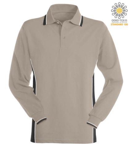 Polo manica lunga bicolore, doppio piping sul colletto, polsini e fascia laterale. Colore grigio/nero