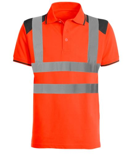 Polo bicolore alta visibilità con bande riflettenti, dettagli in contrasto su spalle, colletto e fondo manica. Certificata EN 20471. Colore arancione