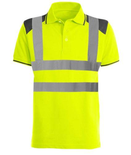 Polo bicolore alta visibilità con bande riflettenti, dettagli in contrasto su spalle, colletto e fondo manica. Certificata EN 20471. Colore giallo
