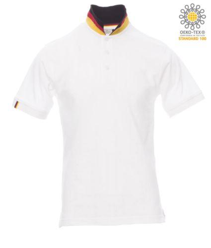 Polo a maniche corte in cotone piquet, colletto con contrasto tricolore visibile a colletto alzato. Colore bianco/Germania