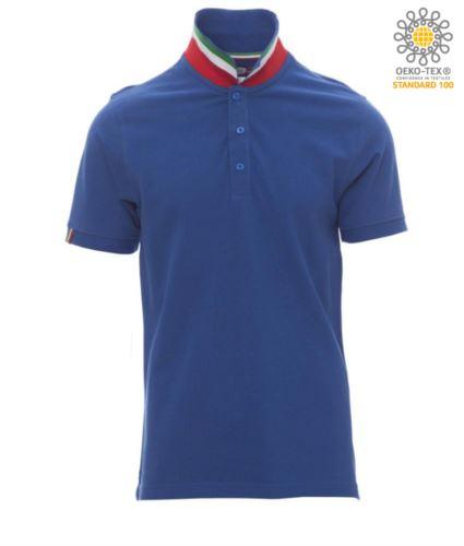 Polo a maniche corte in cotone piquet, colletto con contrasto tricolore visibile a colletto alzato. Colore azzurro royal/Italia