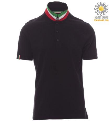 Polo a maniche corte in cotone piquet, colletto con contrasto tricolore visibile a colletto alzato. Colore nero/Italia