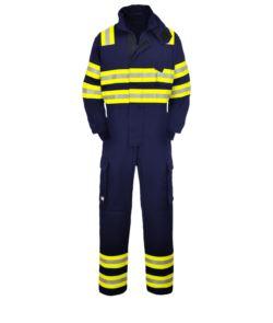 Tuta antincendio, doppia banda rifrangente spalle, gomiti e fondo gamba, due tasche laterali, colore blu navy. Certificato EN 1149-5, EN 11612:2009, EN 15614